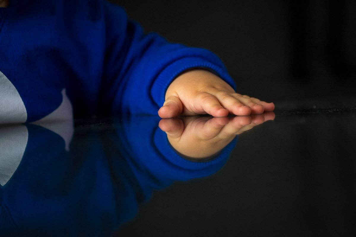 Kinderhände als Day in a life Fotoreportage