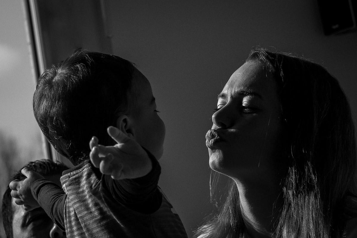 Natürliche Kinderfotos im eigenen Zuhause