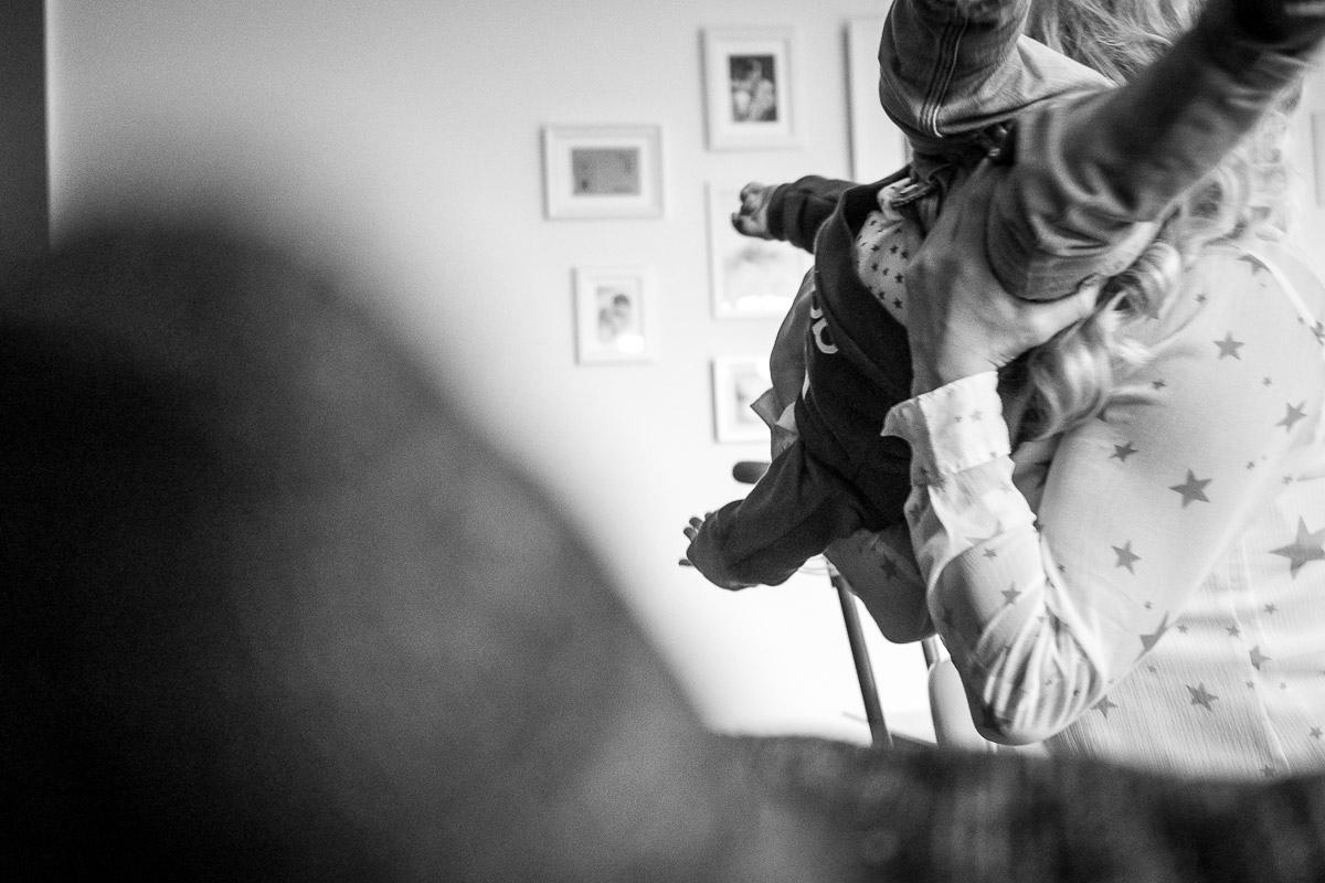 Wütendes Baby als Teil Day in a Life Fotoreportage