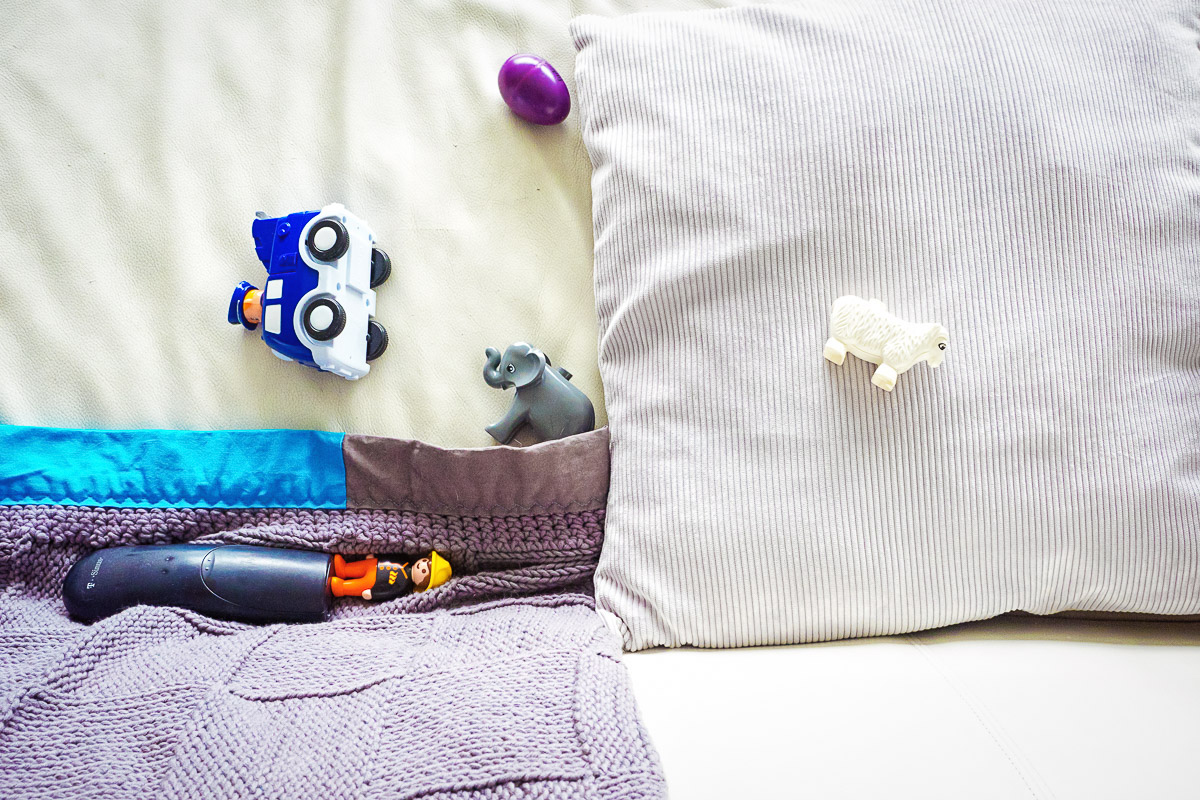 Babyspielzeug alsModerne Kinderfotos im eigenen Zuhause