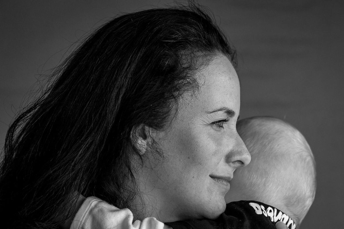 Glückliche Mutter mit Baby als Familienfoto Solingen
