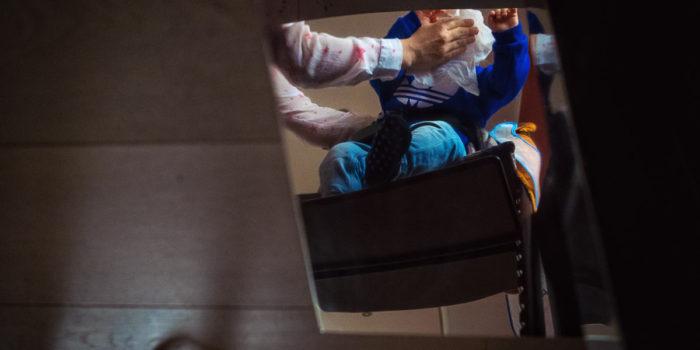 Kind im Hochstuhl fotografier von beste Kinderfotografen