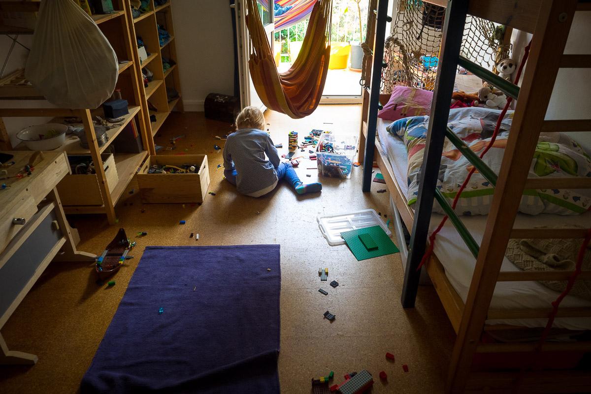 Kinderzimmer als natürliches Kinderfoto