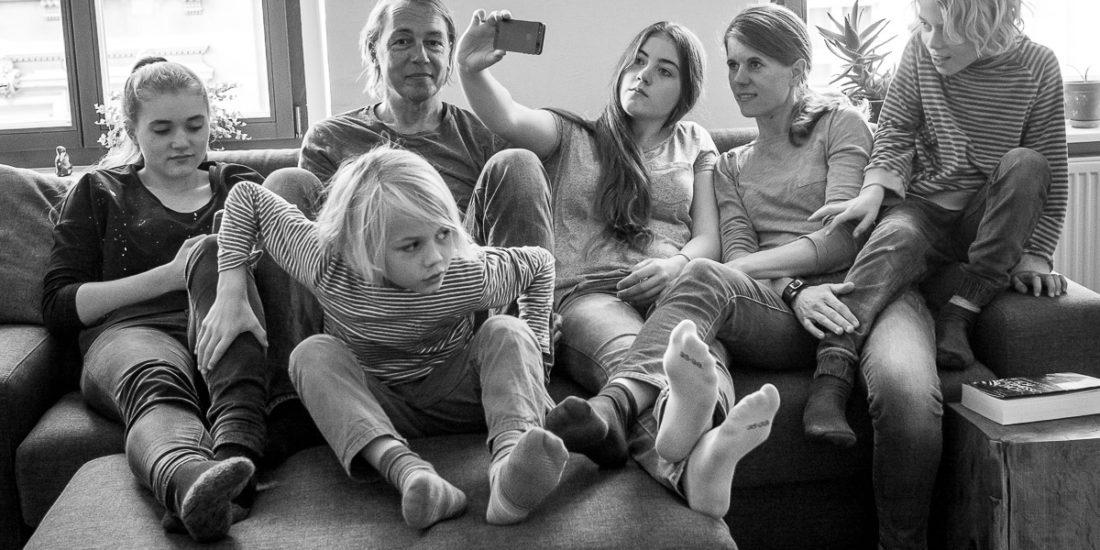 Familienfotos zuhause mit Kinderfotografin Wuppertal