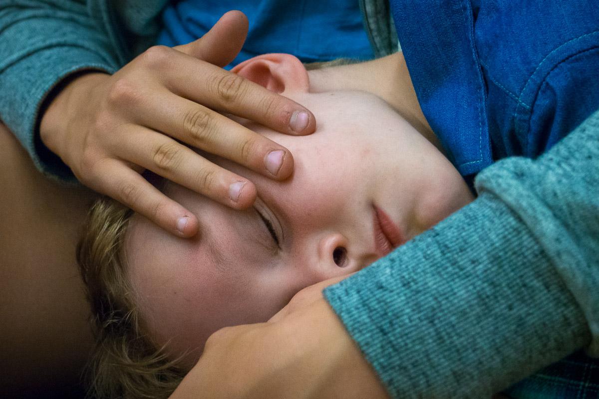 Schlafender Junge als Teil einer Familienreportage Solingen