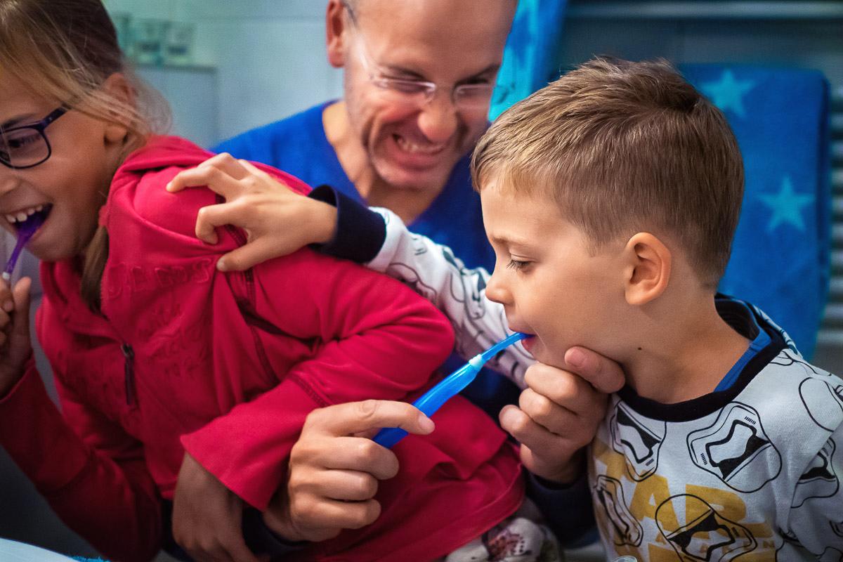 Kinderfotos Zähne putzen