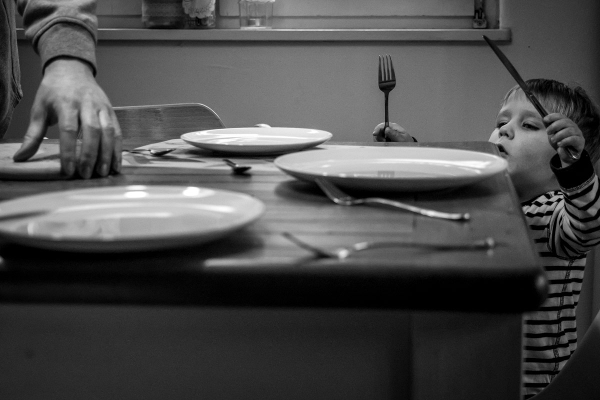 Setting the table with documentary family photographer Katrin Kuellenberg