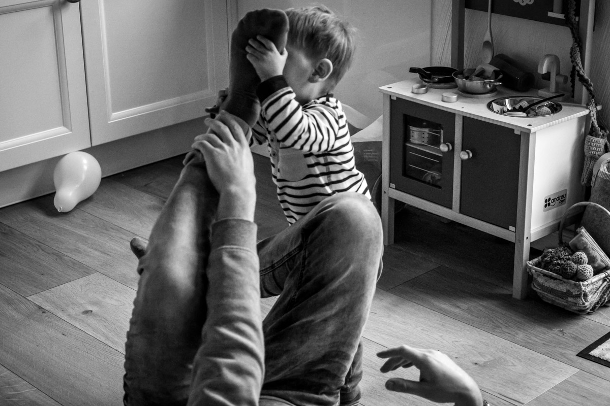 Moderne Familienfotos Spiel Vater und Sohn