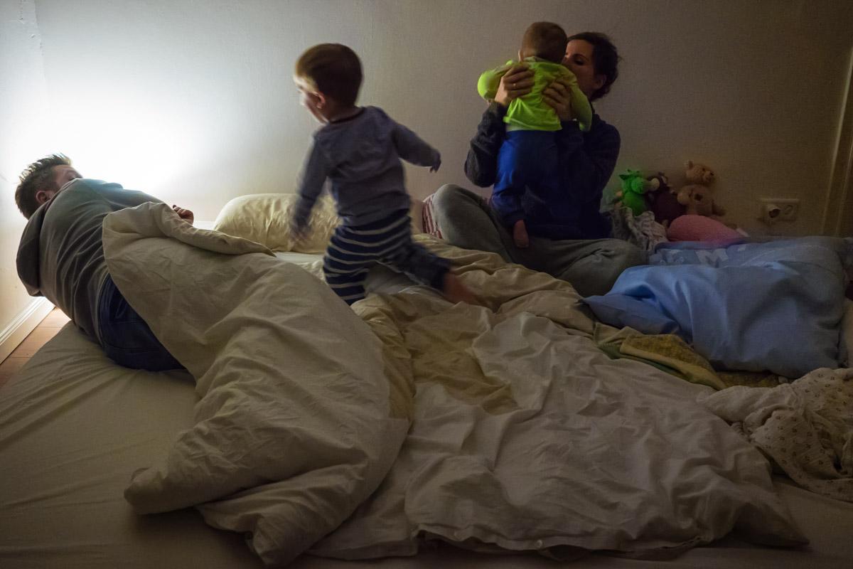 Day in the Life Kinder werden ins Bett gebracht