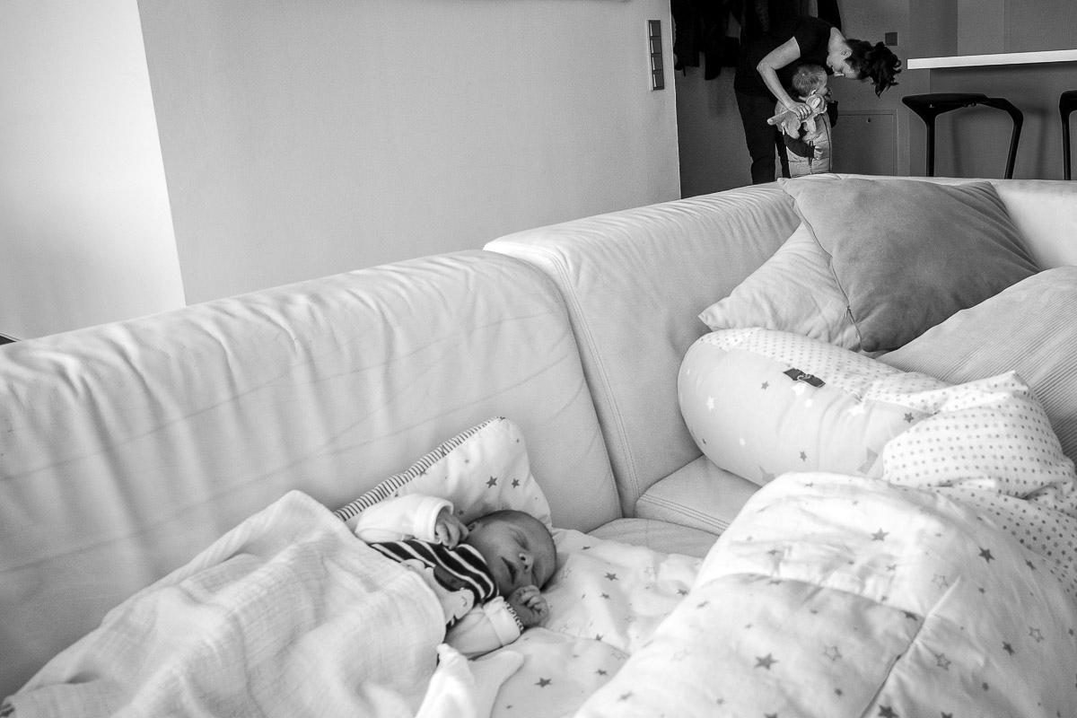Babys erster Tag zuhause Familienfotograf