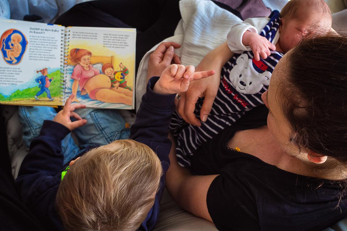 erste Tag mit einem Baby Familienfotos Solingen