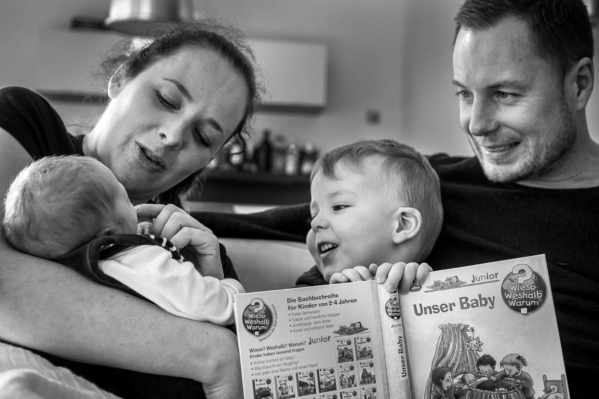Der erste Tag mit Baby Familienfotograf Düsseldorf