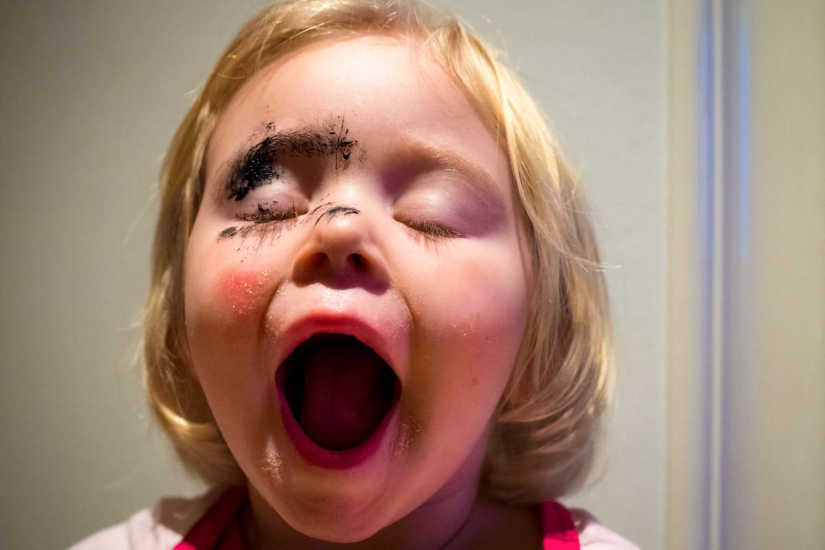 Kleine Mädchen Schminke