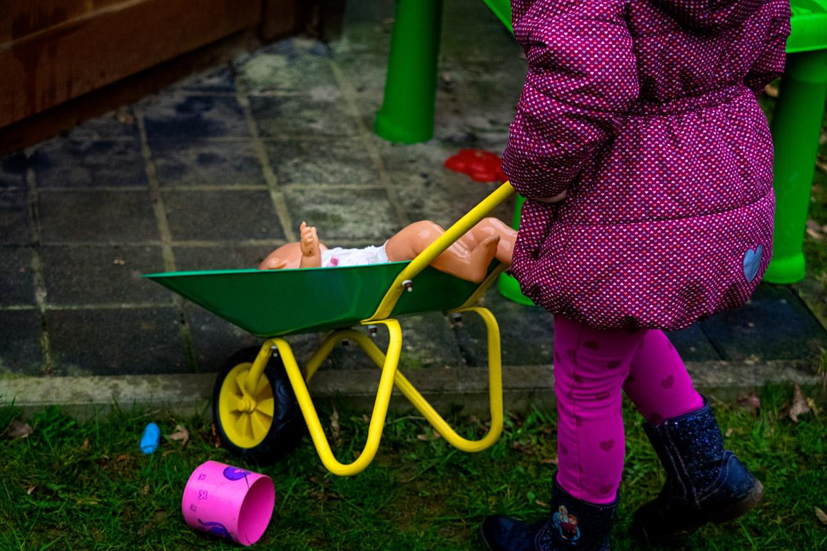 Kinderspiele für draussen Familienfotograf Düsseldorf