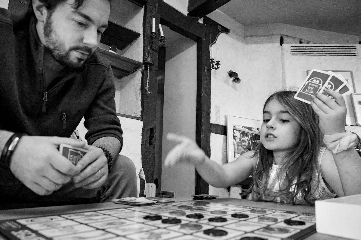 Spielen mit Papa Familienfotograf