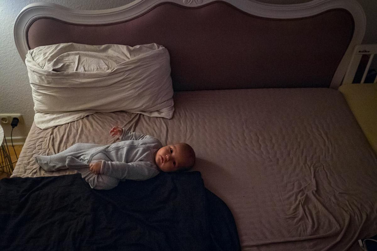 Baby im Schlafanzug Kinderfotos Solingen