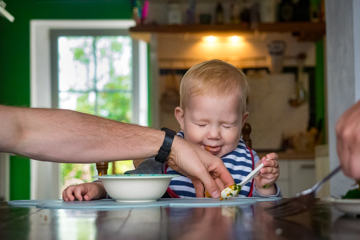 Mittagessen mit Kleinkind-Babyfotograf Solingen