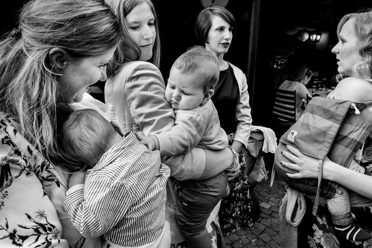 Mütter mit Kindern auf Hochzeit Köln