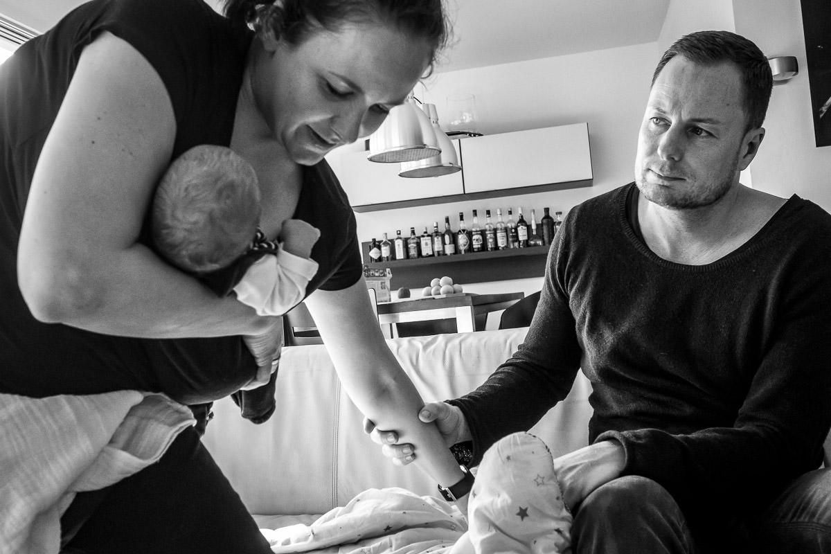 Mutter mit Neugeborenem Fotograf Solingen