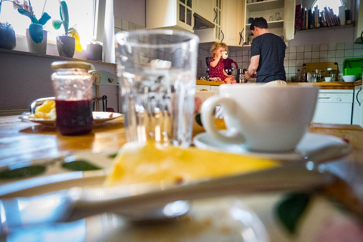 Familienfotos-beim-Fruehstueck-Familienfotograf-Duesseldorf-1