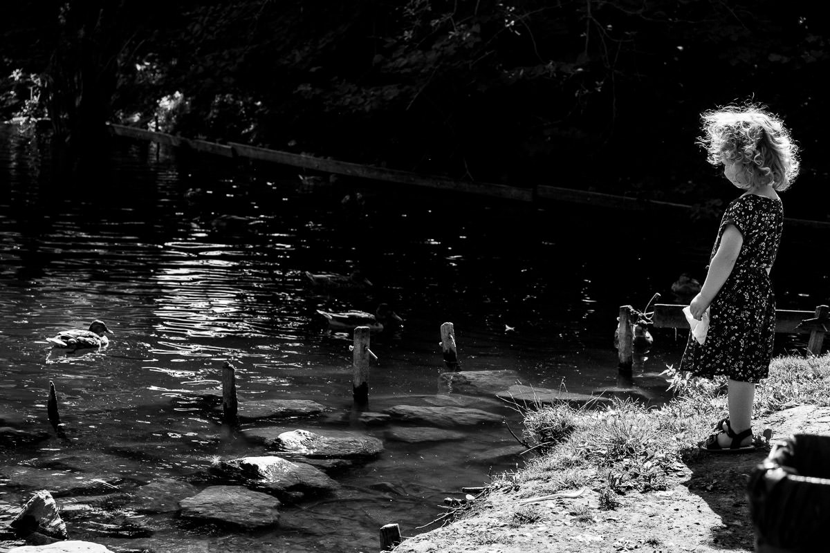 Spaziergang-mit-Kindern-Familienfotoshooting-Duesseldorf