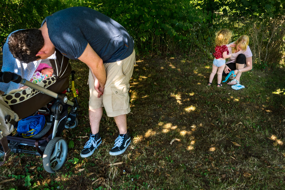 Spaziergang-mit-Kindern-Familienfotoshooting-Solingen