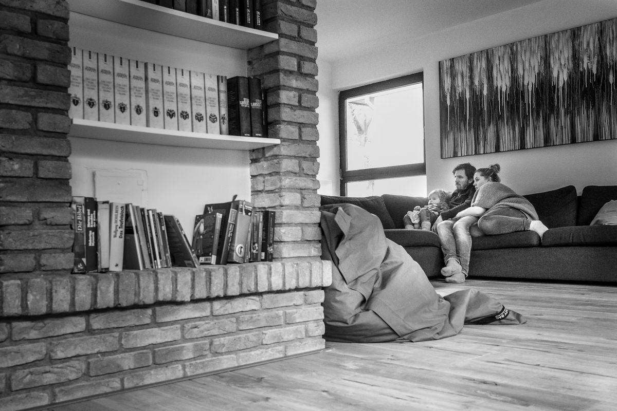Familienfotoshooting zuhause mit Kinderfotograf Wuppertal