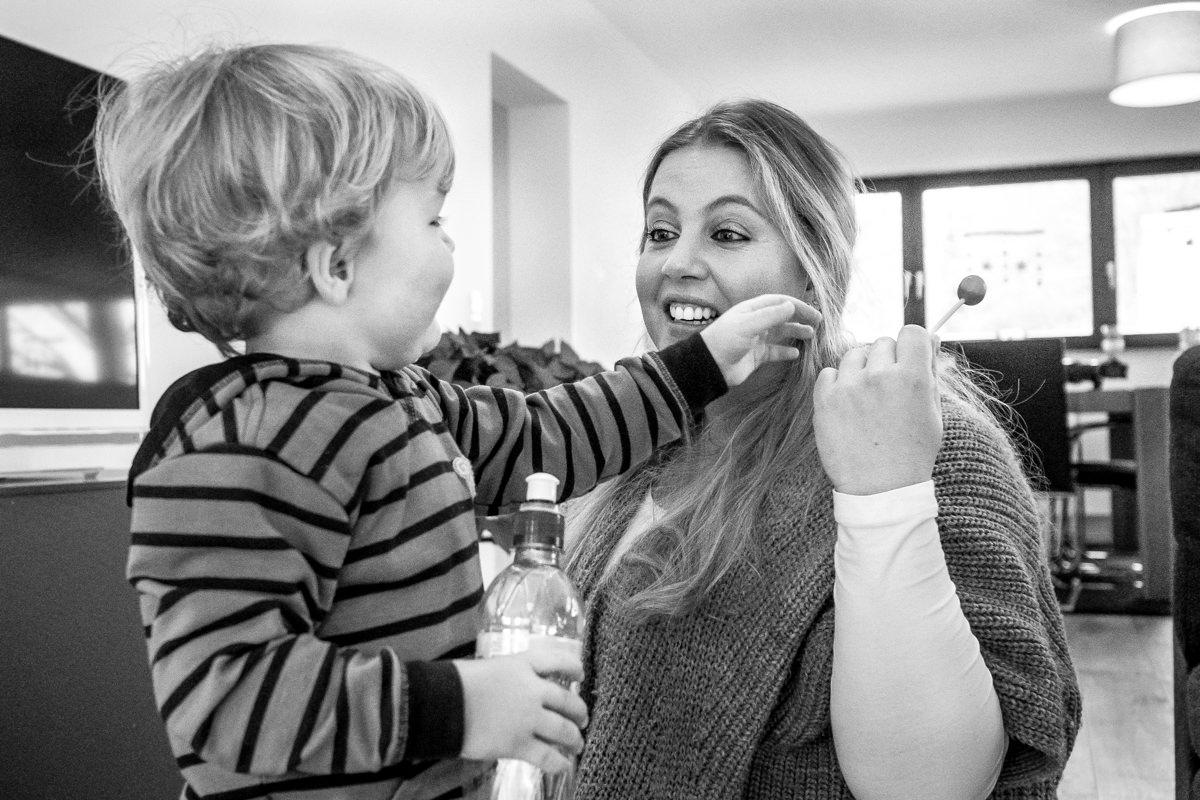 Mama und Sohn bei Familienfotoshooting Wuppertal